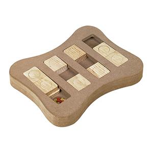 Hondenpuzzel denkspel Slip van hout met schuifblokjes om weg te duwen met de neus waardoor de hond het lekkers dat er onder ligt kan kriijgen